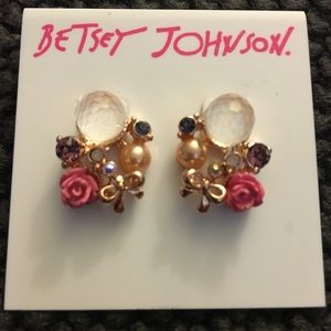 NWT Betsey Johnson flower and bow earrings